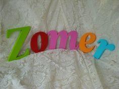 Haal de zomer in huis met deze handgemaakte gekleurde houten letters!