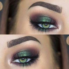 Es el Pantone de este año, y aunque pueda sorprenderte, el greenery va camino de convertirse en uno de los colores de tendencia de 2017 en lo que a maquillaje se refiere...