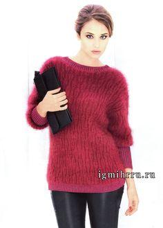 Мягкий и пушистый пуловер малинового цвета с фантазийным узором, от французских дизайнеров. Спицы