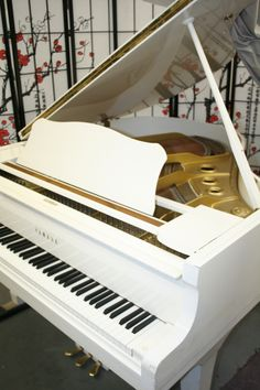 """White Gloss Yamaha Baby Grand G1 5'3"""" 1989 Excellent in & out! $5,900."""