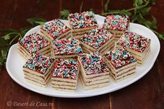 prajitura cu foi si crema de ciocolata Pavlova, Sprinkles, Waffles, Cereal, Good Food, Sweets, Candy, Breakfast, Desserts