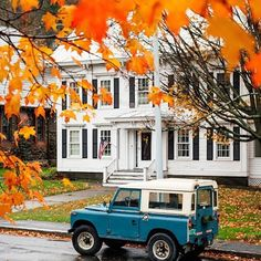 Fall in Woodstock, Vermont...beautiful! Image via @pjhavel • • • • #fall