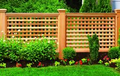 Instructions - Lattice Fence How To - A cedar fence featuring square lattice and chunky posts creates a decorative yard accent that& stand up to any climate—and plenty of neighborly ogling Lattice Privacy Fence, Trellis Fence, Privacy Fence Designs, Privacy Fences, Fencing, Latice Fence, Porch Lattice, Wood Fences, Garden Privacy