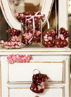 Saches de cheirinho! Perfume, Rubrics, Diy, Table Decorations, Crafts, Wedding, Home Decor, Smell Good, Fabric Crafts