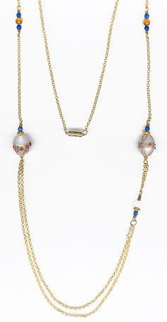 GRAYISH BIZANTINES NECKLACE. Collar largo con abalorios de cristal polícromo de Murano en blanco perlado, combinado con amarillo, azulón y oro brillante. Longitud 66 cm.