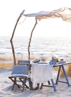 Picnic on the beach Cottages By The Sea, Beach Cottages, Home Living, Coastal Living, Country Living, Summer Breeze, Summer Beach, Summer Vibes, Ocean Beach
