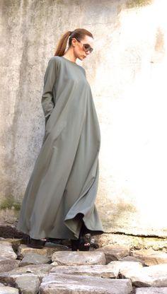 5cb654a001fb Maxi elegante Olive-grünes Kleid Lange Ärmel, zwei versteckte Seitentaschen Einzigartige  anspruchsvolle extravagante Kleid