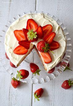 Layer cake fraises & citron Bon Dessert, Cooking Time, Panna Cotta, Sweet Tooth, Brunch, Strawberry, Fruit, Eat, Ethnic Recipes