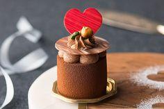 シェラトン舞浜のバレンタインスイーツ、真っ赤なハート付きチョコレートムースなど