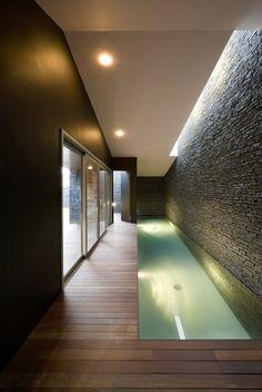 piscina interior de un carril único