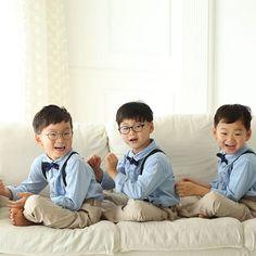 가족사진 찍기 전 대한민국만세~^^ 많이 자랐죠? (사진 : 디오즈스튜디오) #songdaehan #songminguk #songmanseh