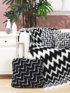 Black n White Zig Zag Throw n Pillow: free #crochet pattern