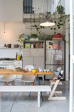 retro home decor 52 Colorful Kitchens You Need To Try interiors homedecor interiordesign homedecortips Retro Home Decor, Home Decor Trends, Cheap Home Decor, Estilo Interior, Luxury Interior, Modern Interior, Home Decoracion, Interior Design Boards, Ideas Hogar