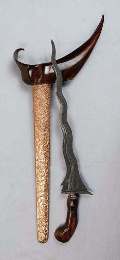 Old Keris 9 Luk Sempana Mrambut Pajang Swords And Daggers, Knives And Swords, Indonesian Art, Warrior Spirit, Arm Armor, Fantasy Weapons, Blacksmithing, Martial, Old Things