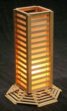 Lámpara hecha con palos de paletas