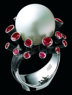 rubies and pearl ring | no details given on artist