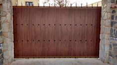 Puerta corredera de uso residencial en acabado madera oscura con detalles metálicos Murcia, Garage Doors, Outdoor Decor, Home Decor, Sliding Door, Dark Wood, Decoration Home, Room Decor, Interior Design