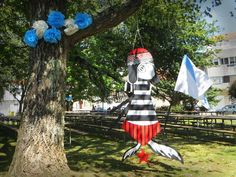 Marioneta del logo de la sardina Revenida diseñado por Caramuxo. Decoración del festival Revenidas.