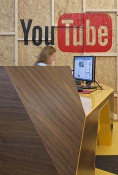 Youtube_Office_in_London    ::freshome.com //ชอบงานผนังเบา ที่ทำด้านเดียวโชว์โครง แต่ถ้าจะทำออกมาสวยงี้ คงต้องวางแผน และต้องการช่างที่ตั้งใจทำพอดู