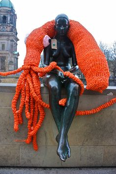 How cool is this! Yarnbombing