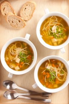 Smoked fish chowder with paprika, corn & tomatoes Epicure Recipes, Vegan Recipes, Fish Chowder, Clean Eating, Healthy Eating, Healthy Food, Chicken Noodle Soup, Noodle Soups, Losing Weight
