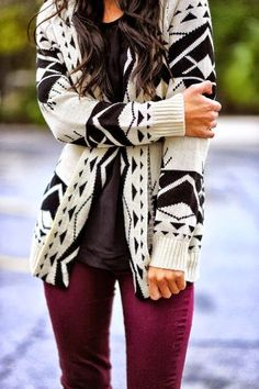 Black and White Aztec Cardigan With Burgundy Jeans. Need to get burgundy jeans Vogue Fashion, Look Fashion, Womens Fashion, Fashion Black, 1950s Fashion, Vintage Fashion, Fashion Ideas, Classy Fashion, French Fashion