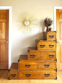 This unique wooden dresser resembles stacked boxes or suitcases. Each level provides a cute spot to place decor, such as the pretty purple plant on top. Don Pollo, Dresser Alternative, Space Saving Staircase, Interior Exterior, Interior Design, Modern Exterior, Interior Architecture, Tiny House Stairs, Loft Stairs