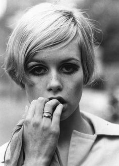Retro hair inspiration! The ultimate crop queen Twiggy. #hair