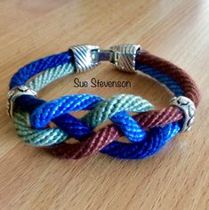 Kumihimo on a disc - 16 slot  round  braid Crochet Bracelet, Bead Crochet, Beaded Bracelets, Paracord, Viking Knit Jewelry, Bracelet Making, Jewelry Making, Homemade Bracelets, Braids With Beads