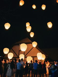 Couple releasing sky lantern lanterns 18 Creative Wedding Send-Off Ideas So You Can Exit in Style Wedding Recessional, Wedding Exits, Destination Wedding, Wedding Reception, Wedding Venues, Wedding Send Off, Wedding Wishes, Floating Lanterns Wedding, Floating Paper Lanterns