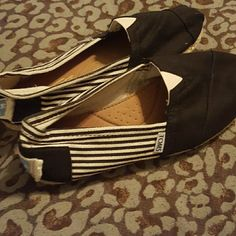 Toms size 7.5 Black and cream colored TOMS. Only worn a few times. No defects. TOMS Shoes Sandals