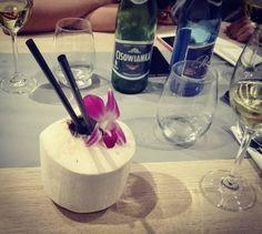Świeży kokos  białe wino i mogę pracować kolejne 12h  #ilovemyjob #hairstylistlife