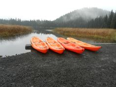 Central Oregon activities: kayaking the Cascade Lakes with Wanderlust Tours - Pitstops for Kids