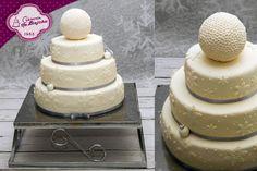 Tost weselny w stylu angielskim, zimowy tort weselny, tort z płatkami śniegu, biały tort weselny, tort biało srebrny tort weselny, ślub, wesele, weselne przysmaki, snow, weeding cakes,