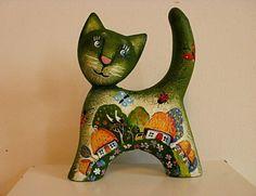 Маленький котенок , скульптура дерево, авторская роспись работы киевского художника, Виталия, который известен под псевдонимом Woodmaster.