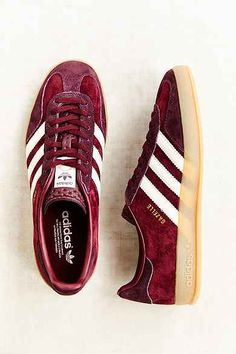 adidas Originals Gazelle Gum-Sole Indoor Sneaker - Urban Outfitters I covet. Adidas Gazelle, Adidas Zx Flux Leopard, Sock Shoes, Shoe Boots, Zapatillas Jordan Retro, Trendy Womens Sneakers, Adidas Sneakers, Shoes Sneakers, Nike Shoes