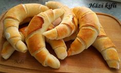 Bez čakania na vykysnutie: Domáce rožteky raz-dva-tri! Pastry Recipes, Bread Recipes, Cooking Recipes, Good Food, Yummy Food, Czech Recipes, Hungarian Recipes, Hungarian Bread Recipe, Bread And Pastries