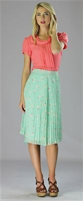 Website has cute dresses, tops, and skirts