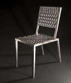 Mobiliário Contemporâneo Nacional Móvel: Cadeira Colher Designer(s): Leo Capote Características: design-arte; humor ou ironia; mistura de materiais diferentes e inusitados.