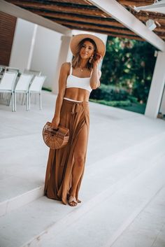14 Most Popular Simple Summer Outfits Vacation Style Ideas Source by dietemmings vacation outfits simple Tropical Vacation Outfits, Vacation Style, Tropical Vacations, Vacation Fashion, Cute Vacation Outfits, Vacation Dresses, Simple Summer Outfits, Spring Outfits, Beach Holiday Outfits
