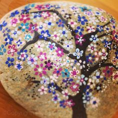 Hand painted rock ©Willabees
