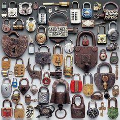 guido cecere color arrangement of padlocks Antique Keys, Vintage Keys, Vintage Luggage, Collections Of Objects, Displaying Collections, Cles Antiques, Pattern Wall, Deco Restaurant, Old Keys
