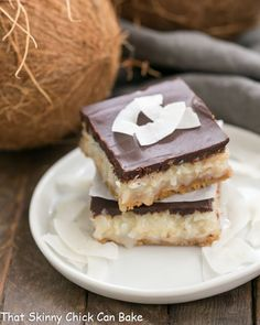 Mounds Bars | Fabulous coconut bars with a graham cracker crust and ganache topping @lizzydo