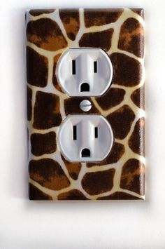 Giraffe Animal Print Outlet Plate