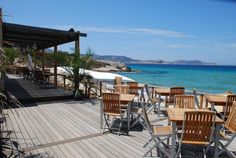 Discover the world through photos. Corsica, Princess Bride Wedding, Outdoor Furniture Sets, Outdoor Decor, Hotels And Resorts, Places Ive Been, Wedding Venues, Beautiful Places, Lumio