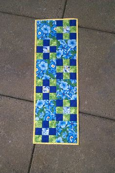 Spring runner - own design Handpieced and handquilted