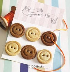 The lovely folk at CICO books recently sent me a copy of 'Sweet Treats to make, decorate and give' by Laura Tabor. Button Cookies, Cute Cookies, Baking Recipes, Cookie Recipes, Cake Stall, Cookie Cake Pie, Good Food, Yummy Food, Take The Cake