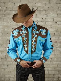 """Rockmount Ranch Wear for Men genuine vintage Western shirt design features genuine hand chenille embroidery, piping, special """"V"""" smile pockets. cotton gabardine twill, shotgun cuffs, Blue body with Brown yokes and details. Vintage Western Wear, Vintage Denim, Vintage Shirts, Men's Vintage, Western Style Shirt, Western Shirts, Cowgirl Style, Cowgirl Tuff, Cowboy Outfits"""