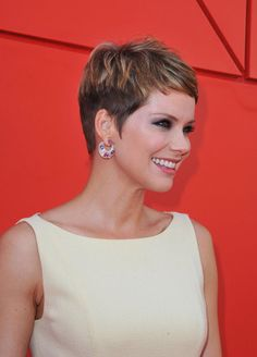 Quick Pixie Hairstyles for Girls - http://www.2015hairstyle.com/short-women-hairstyles/quick-pixie-hairstyles-for-girls.html