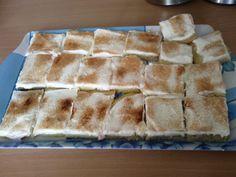 Fantastické skořicové řezy s vanilkovým pudinkem a zakysanou smetanou. Vrch jsem posypala skořicovým cukrem. Autor: Adddy Spanakopita, Tiramisu, Cheese, Baking, Ethnic Recipes, Food, Bakken, Meals, Backen